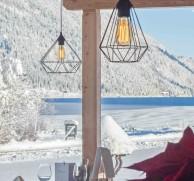 Restaurant SeeSeitn mit Blick auf den Weissensee
