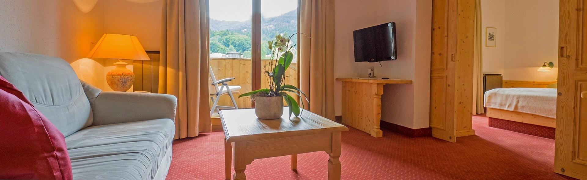 gem tliche zimmer im hotel das leonhard am weissensee. Black Bedroom Furniture Sets. Home Design Ideas
